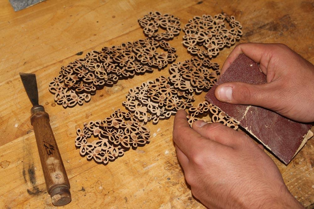 Lavorazione-gioielli-legno